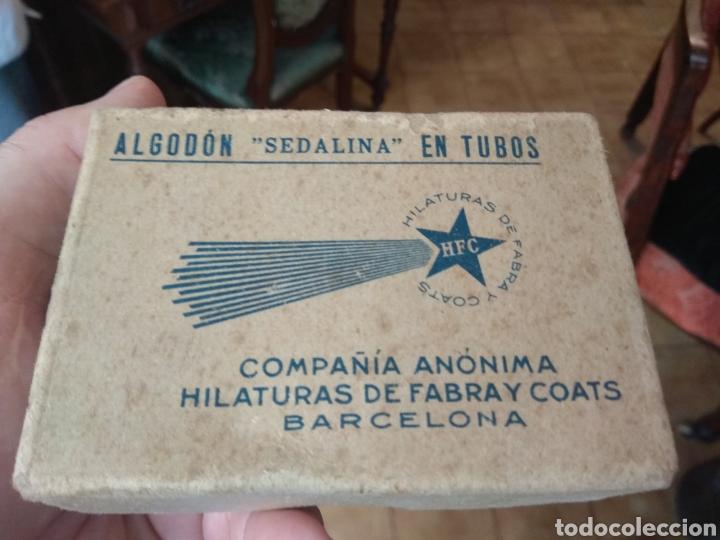 Antigüedades: Antigua Caja Hilaturas Fabra y Coats con Carretes de Hilo - Foto 7 - 133243361