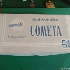 Antigüedades: CAJA OVILLOS CROCHET ESPECIAL - COMETA - FABRA Y COATS. Lote 133244398