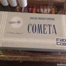 Antigüedades: CAJA OVILLOS CROCHET ESPECIAL - COMETA - FABRA Y COATS. Lote 133244774