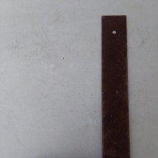 Antigüedades: ANTIGUA ESCUADRA DE ALBAÑIL, 30 CM,. MADERA, HIERRO Y BRONCE. Lote 133299374