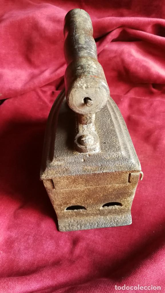 Antigüedades: PLANCHA DE CARBON SIGLO XIX , BUEN ESTADO, MODELO POCO COMUN - Foto 3 - 133306222