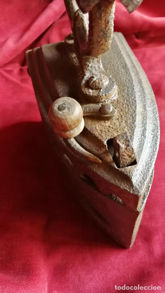 Antigüedades: PLANCHA DE CARBON SIGLO XIX , BUEN ESTADO, MODELO POCO COMUN - Foto 4 - 133306222