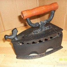 Antigüedades: PLANCHA A CARBON-REPRODUCCION. Lote 214358523