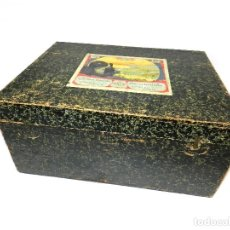 Antigüedades: CAJA LINTERNA MÁGICA BING AÑOS 20, MADERA FORRADA.. Lote 133414814