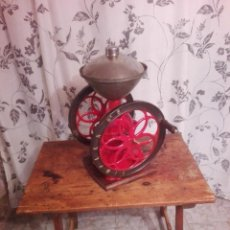 Antigüedades: ANTIGUO Y PRECIOSO MOLINILLO DE CAFE DE DOS RUEDAS MARCA SIMPLEX NÚMERO 6. Lote 244527940