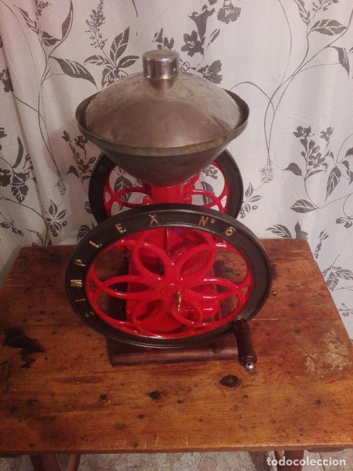 Antigüedades: Antiguo y precioso molinillo de cafe de dos ruedas marca simplex número 6 - Foto 3 - 244527940
