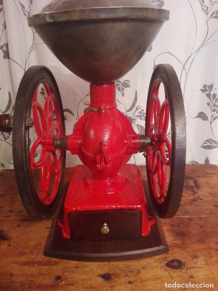 Antigüedades: Antiguo y precioso molinillo de cafe de dos ruedas marca simplex número 6 - Foto 6 - 244527940