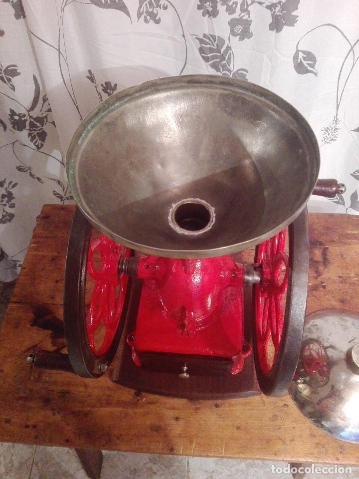 Antigüedades: Antiguo y precioso molinillo de cafe de dos ruedas marca simplex número 6 - Foto 7 - 244527940