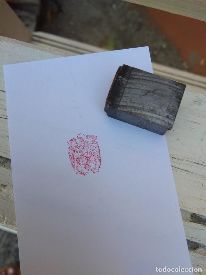 Antigüedades: Sello de imprenta escudo franquista - Foto 2 - 104464618