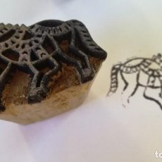 Antigüedades: ANTIGUO SELLO ESTAMPACION TEXTIL DE LA INDIA TALLA EN MADERA -CABALLO-VER FOTOS-. Lote 133451334