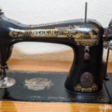 Antigüedades: PRECIOSA MÁQUINA DE COSER SINGER ANTIGUA Y EN FUNCIONAMIENTO.. Lote 133460134