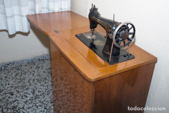Antigüedades: Preciosa máquina de coser Singer antigua y en funcionamiento. - Foto 2 - 133460134