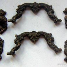 Antigüedades: 2 ANTIGUOS TIRADORES PARA MUEBLE DE BRONCE. Lote 133538898