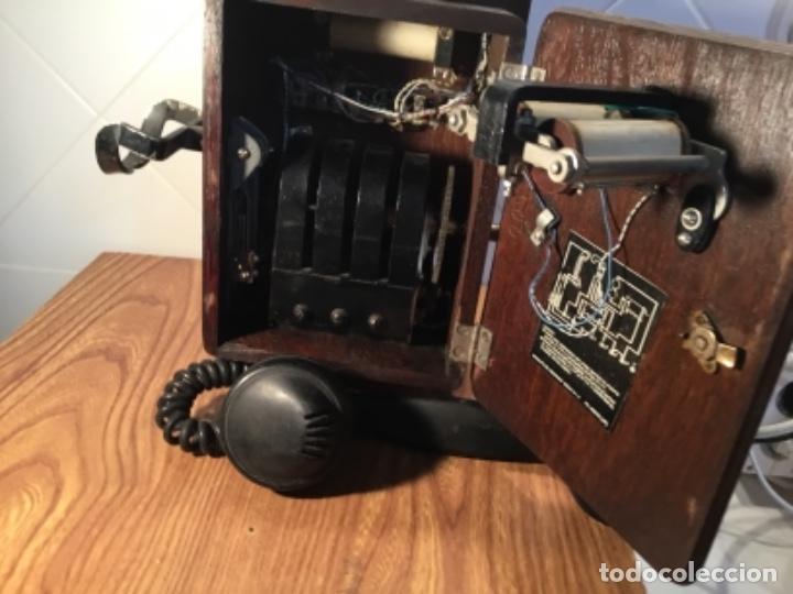 Teléfonos: Teléfono mural de madera y baquelita, con magneto, de Standard Eléctrica para la CTNE - Foto 11 - 133620834