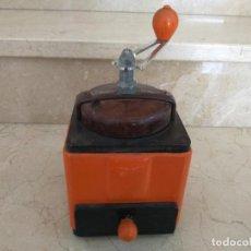 Antigüedades: ANTIGUO MOLINILLO DE CAFE PEUGEOT FRANCES NARANJA. Lote 133629854