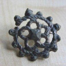 Antigüedades: ANTIGUO CLAVO SOGUEADO CON FLOR CENTRAL POSIBLE S XVI O XVII. Lote 133652010