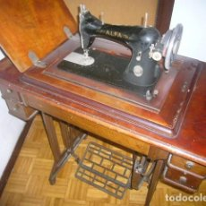 Antigüedades - ANTIGUA MAQUINA DE COSER ALFA ABATIBLE CON SU MUEBLE DE MADERA ORIGINAL - 133666474