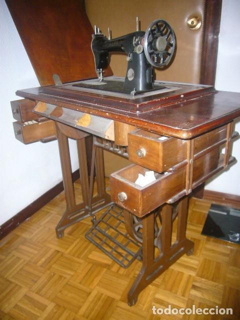 Antigüedades: ANTIGUA MAQUINA DE COSER ALFA ABATIBLE CON SU MUEBLE DE MADERA ORIGINAL - Foto 2 - 133666474