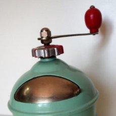 Antigüedades: MOLINILLO DE CAFÉ MARCA MOU-CAF. FRANCIA CA. 1950. Lote 133685294