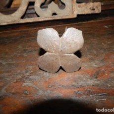 Antigüedades: ENIGMÁTICO CLAVO TRÉBOL DE LA SUERTE 4 HOJAS FORJA DEL XVIII. Lote 133727662
