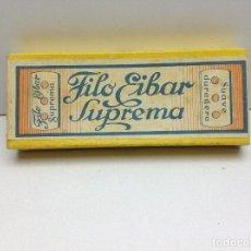 Antigüedades: EXPOSITOR ANTIGUO - FILO EIBAR SUPREMA -HOJA DE AFEITAR-RAZOR BLADE-LAME DE RASOIR-LAMETTA DA BARBA. Lote 133835250