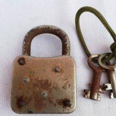 Antigüedades: ANTIGUO CANDADO CON DOS LLAVES. DE COLECCION.. Lote 133910407
