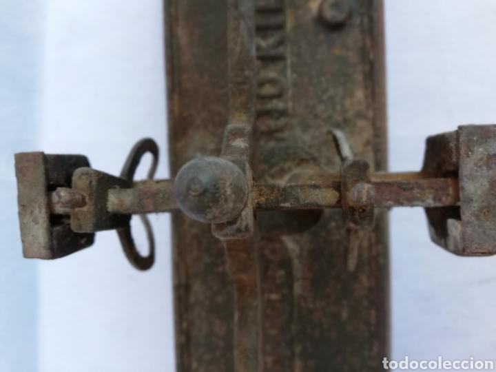 Antigüedades: ANTIGUA BALANZA 10 KGS. MARCA FORCE. SIN PLATOS. - Foto 9 - 133911298