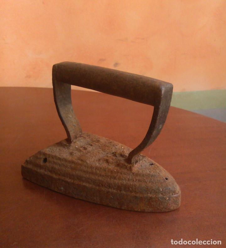 Antigüedades: Plancha de carbón antigua. - Foto 2 - 134096446
