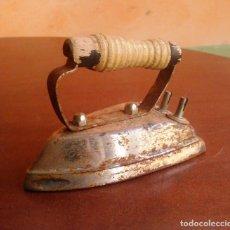 Antigüedades: PLANCHA ELÉCTRICA ANTIGUA.. Lote 134097222