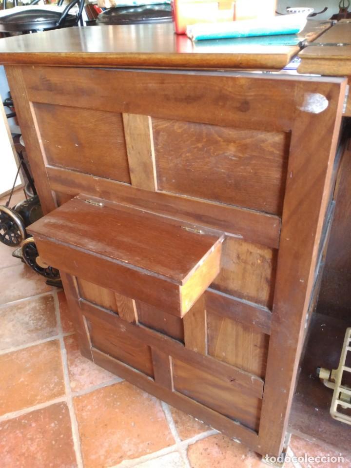 Antigüedades: Maquina de coser Alfa modelo 80 con mueble - Foto 4 - 134117310