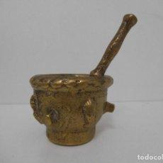 Antigüedades: ALMÍREZ MORTERO DE BRONCE - COSTILLAS Y CARAS - SIGLO XVII / XVIII - FARMACIA. Lote 134495710