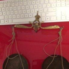 Antigüedades: ANTIGUA BALANCITA DE MANO DE BRONCE. Lote 134553746