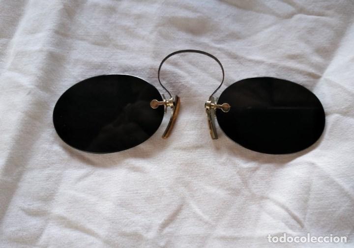 GAFAS DE SOL, TIPO QUEVEDOS. MUY RARAS. ENGANCHES DEL CRISTAL DE ORO. (Antigüedades - Técnicas - Instrumentos Ópticos - Gafas Antiguas)