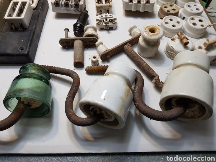 Antigüedades: Lote componentes eléctricos antiguos de porcelana - Foto 4 - 134786461