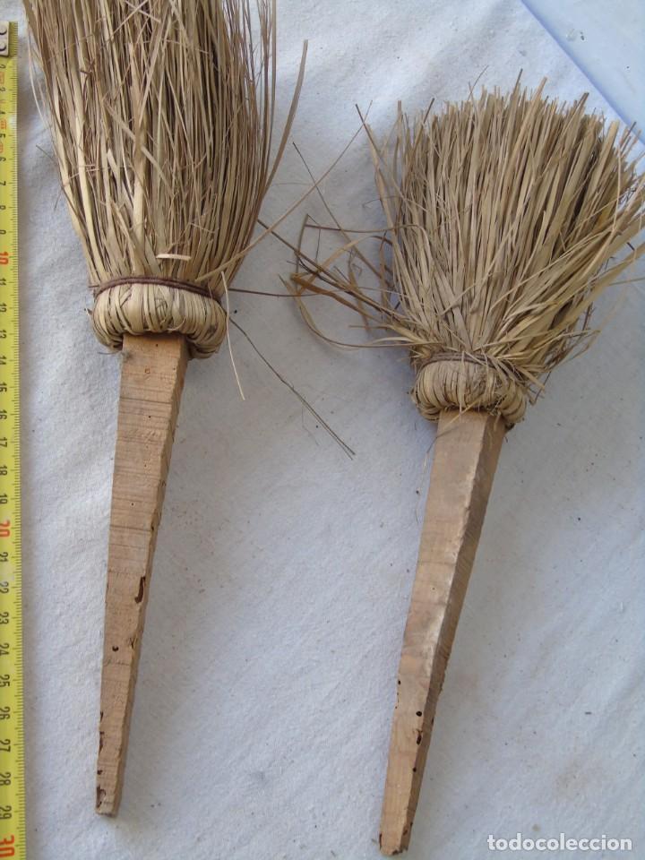 Antigüedades: HERRAMIENTA ANTIGUA BROCHAS DE ESPARTO Y MADERA MUY ANTIGUAS - Foto 2 - 134908486
