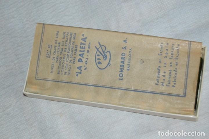 Antigüedades: ANTIGUA CAJA DE HILOS LA PALETA - COMPLETA - SEDA - VERDE HOJA FUERTE 2224 - VINTAGE - ENVÍO24H - Foto 9 - 134982578