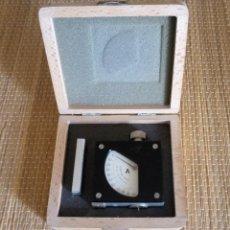 Antigüedades: CALIBRADOR DE PRECISION BAXLO - DIN 53505 - CAJA MADERA - FUNCIONA . Lote 134988066