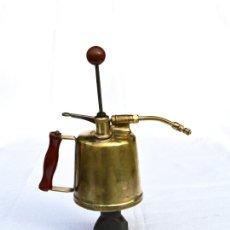 Antigüedades: FUMIGADOR DE METAL CON MANGOS DE BAKELITA DE 20 CM DE ALTO POR 27 CM DE LARGO. Lote 135063082