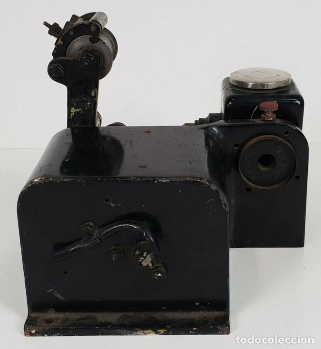 Antigüedades: CABEZAL Y MOTOR DE ARRASTRE DE PROYECTOR MARIN. 35 MM. SIGLO XX. - Foto 2 - 135088770