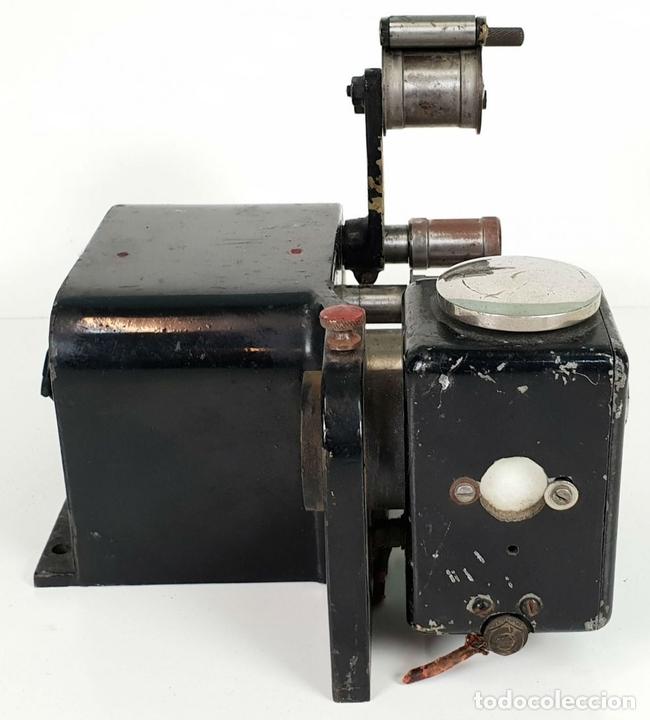 Antigüedades: CABEZAL Y MOTOR DE ARRASTRE DE PROYECTOR MARIN. 35 MM. SIGLO XX. - Foto 3 - 135088770