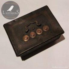 Antigüedades - Caja fuerte caudales en hierro, policromado original, 4 combinaciones ruedas en cobre. Antigua s XIX - 118707179