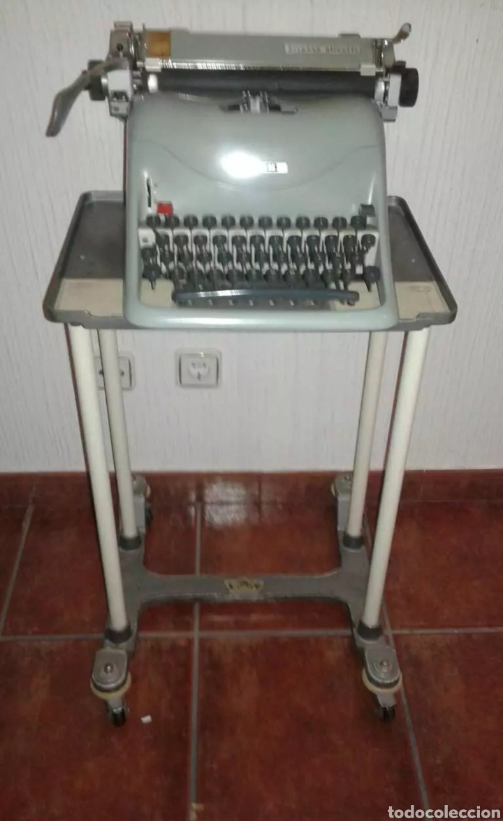 MÁQUINA DE ESCRIBIR OLIVETTI CON MESA (Antigüedades - Técnicas - Máquinas de Escribir Antiguas - Olivetti)