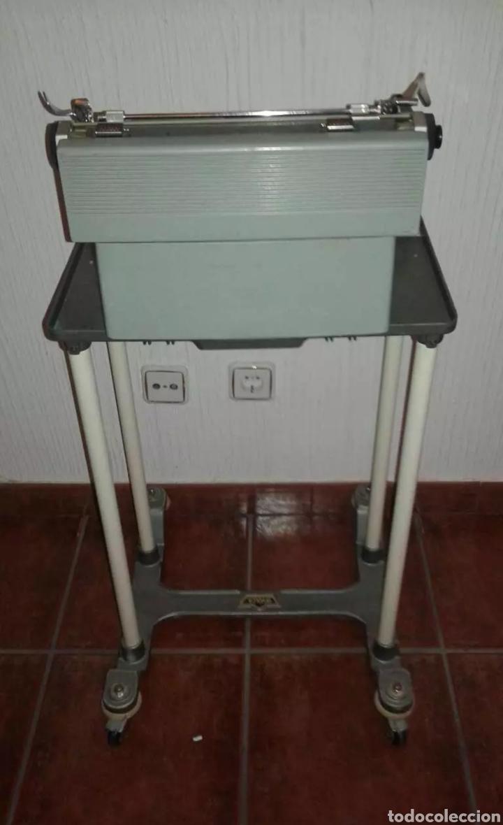 Antigüedades: Máquina de escribir Olivetti con mesa - Foto 2 - 135281418