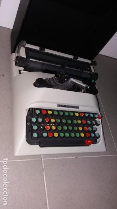Antigüedades: Máquina de escribir OLIVETI lettera 12 spain en PERFECTO ESTADO maletín - Foto 6 - 135282910