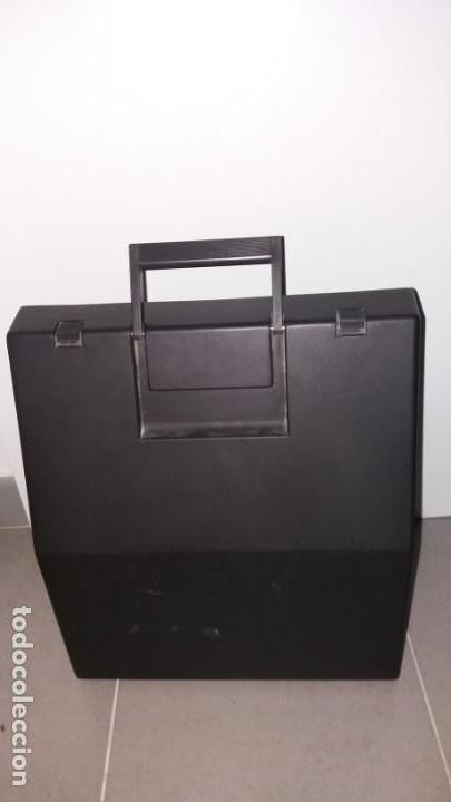 Antigüedades: Máquina de escribir OLIVETI lettera 12 spain en PERFECTO ESTADO maletín - Foto 2 - 135282910
