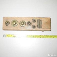 Antigüedades: TACO CON PESAS Y DEPARTAMENTO PARA MINIS. Lote 135306210
