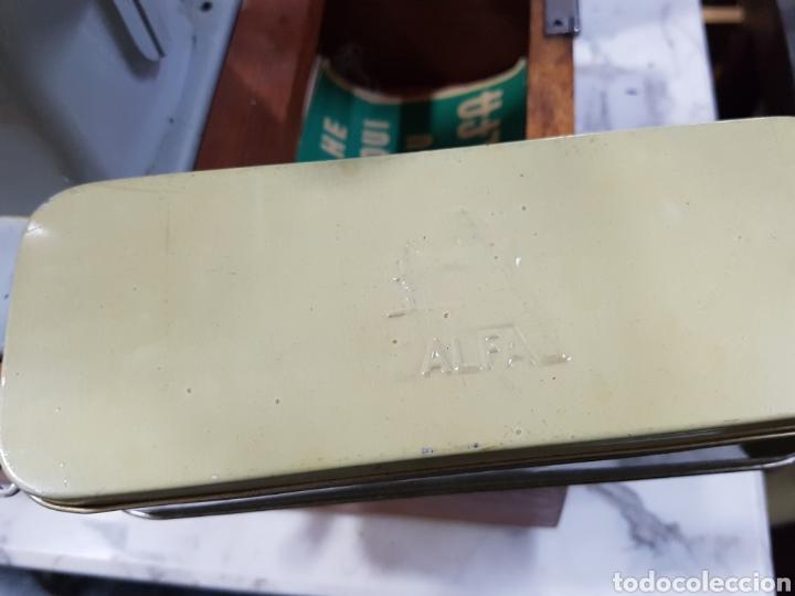 Antigüedades: Maquina de coser portátil alfa - Foto 3 - 135307787