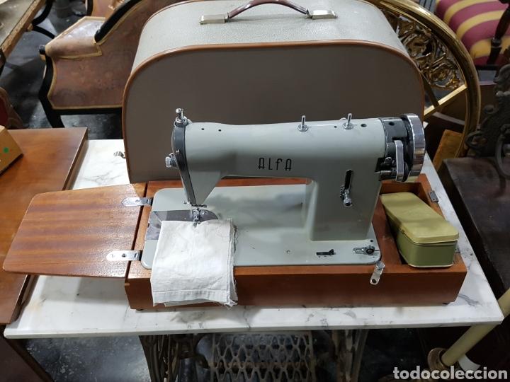 Antigüedades: Maquina de coser portátil alfa - Foto 4 - 135307787