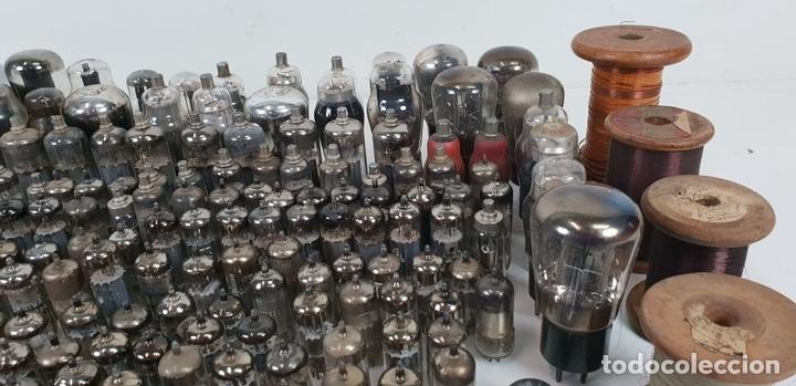Antigüedades: COLECCIÓN DE 227 VÁLVULAS ELECTRÓNICAS. VARIAS MARCAS, TAMAÑOS Y VALORES. SIGLO XX. - Foto 11 - 135422582
