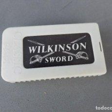 Antigüedades: HOJAS DE AFEITAR - WILKINSON SWORD CLASSIC - CAJITA COMPLETA CON 7 HOJAS. Lote 135434282